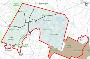 Den foreslåede afgrænsning af Naturnationalpark Almindingen er statsejet på store sammenhængende områder (skraveret) og ejet af Bornholms regionskommune på næsten alle de øvrige arealer (lysebrun). Ved at medtage dele af regionskommunens skovarealer bindes Ølene sammen med de øvrige statsejede dele af Almindingen.