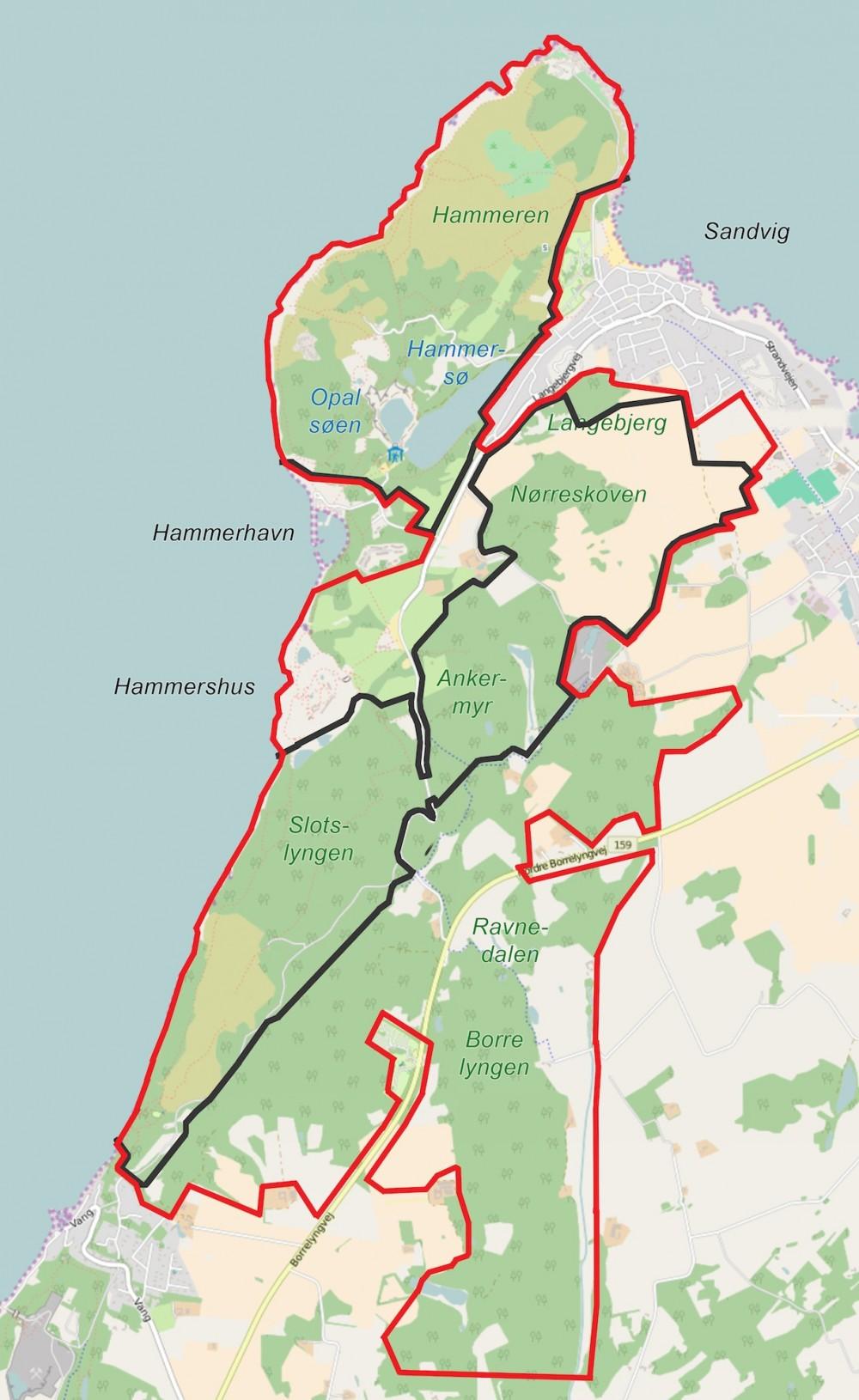Forslag til hegnslinjer m.h.p. at holde udsatte planteædere inden på det udvalgte område (der er ingen grund til at hegne langs klippekysten). Samlet længde: ca. 14 kilometer. Der kan være tre separate indhegninger (eventuelt en eller to som første fase) eller to (med en faunapassage fra Slotslyngen over Langebjergvej. Men indhegningen af Hammeren kan også forbindes med de øvrige, hvis der anlægges en faunapassage umiddelbart syd for Sandvig.