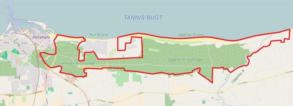 Den foreslåede afgrænsning af Naturnationalpark Uggerby & Lilleheden – ca. 12 kvadratkilometer øst for Hirtshals og syd for Tannis Bugt (kortet er bl.a. baseret på OpenStreetMap)