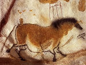 Hulemaleri fra Lascauz-hulerne i Frankrig, ca. 15.000-17.000 f.v.t. Ifølge nogle muligvis den mongolske takhi, mere kendt som przewalski-hesten. I givet fald levede den også i Europa i istiden, om end hulemalerierne som bekendt ikke altid er naturalistiske (foto: Wikipedia)